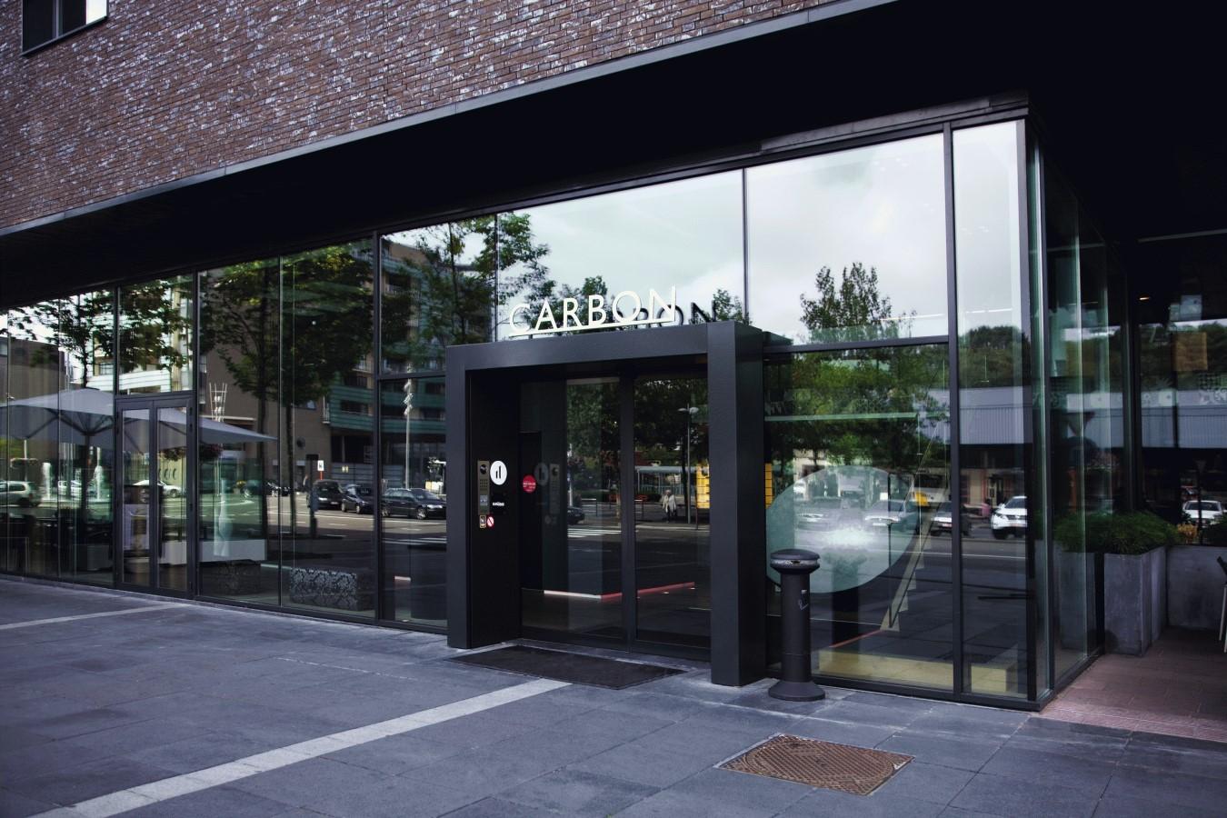 Banner carbon hotel